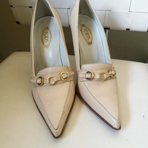 Tod's pointed toe buckle pumps